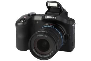 Samsung Galaxy NX EK-GN120 met 18-55mm III OIS (met7inch tablet)