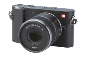Yi M1 met Xiaoyi 42,5mm F1.8